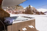 no-8-hot-tub-with-slippers-copy-1526401